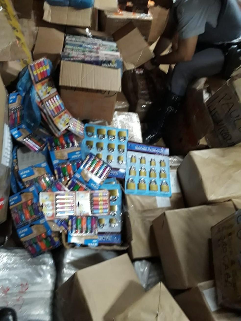 Produtos estavam acondicionados em caixas de papelão — Foto: Polícia Militar Rodoviária