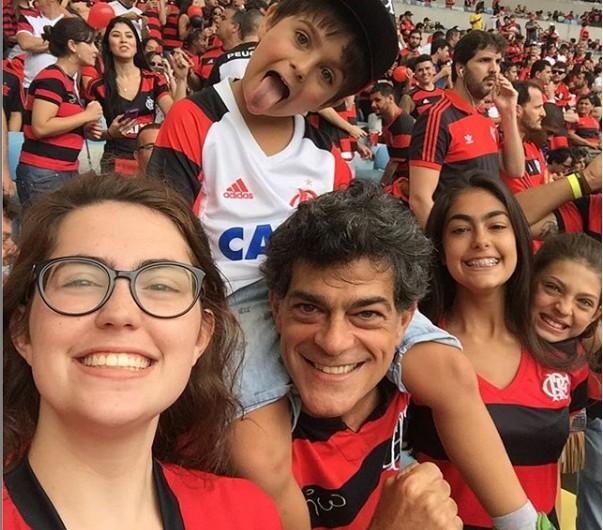 O ator com os filhos (Foto: TV Globo)