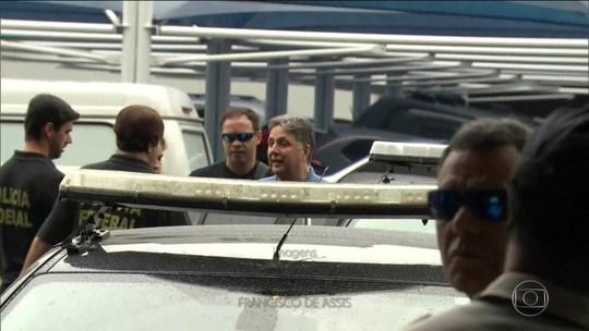 Garotinho e Rosinha são levados para presídio onde está Cabral e Picciani
