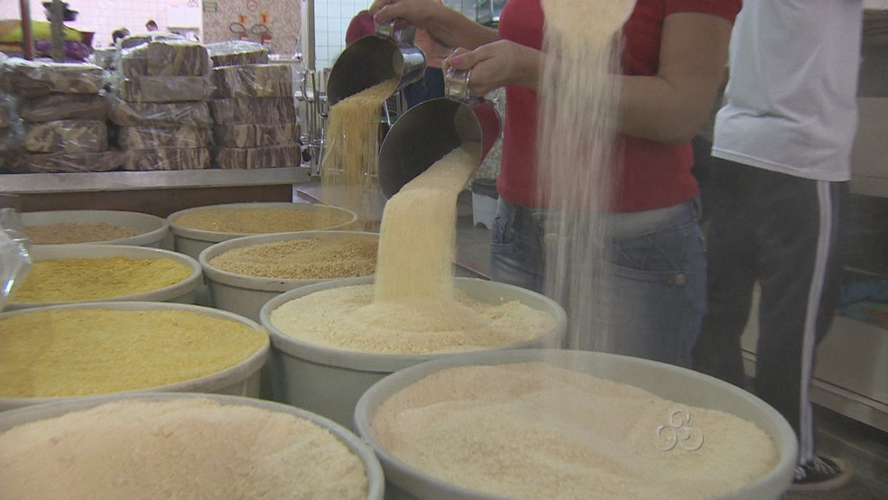 Saca da farinha de mandioca é vendida a R$ 184,46, em média — Foto: Reprodução/TV Rondônia
