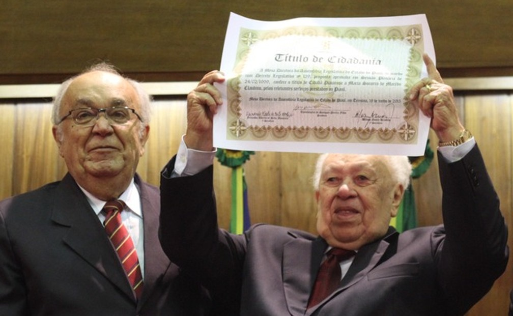 João Claudino com Título de Cidadania na Alepi  — Foto: Alepi