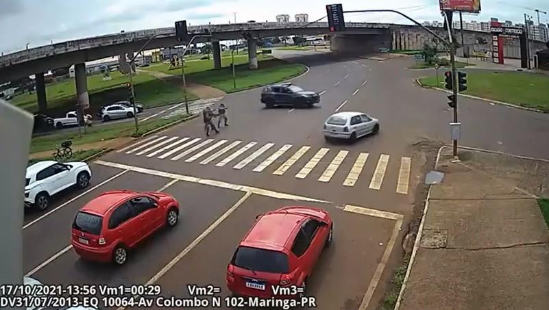 PM afirma que policiais tentaram parar veículo com suspeitos por duas vezes antes de tiroteio no Paraná; VÍDEO
