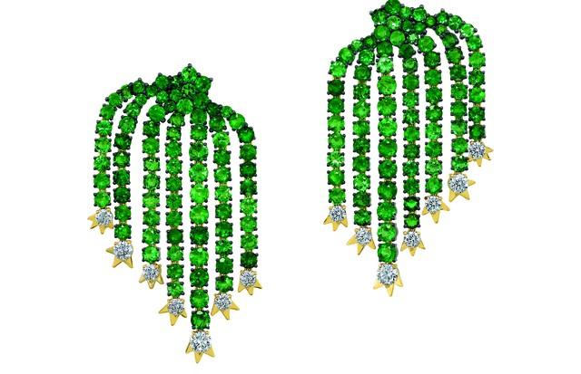 Brinco de esmeraldas Cactos Pitaya da Sauer, preço sob consulta (Foto: Divulgação)