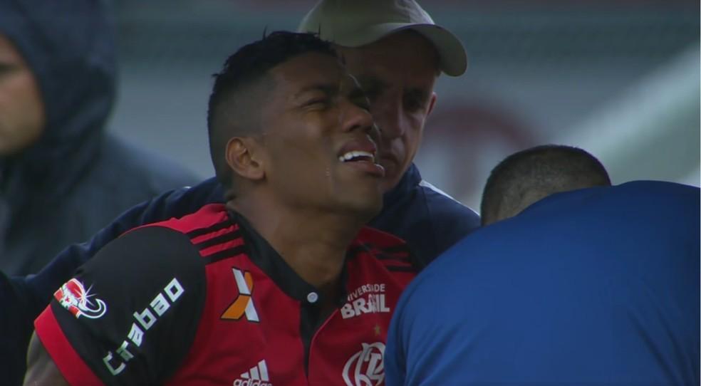 Berrío chora de dor após sair machucado de São Paulo x Flamengo (Foto: Reprodução)