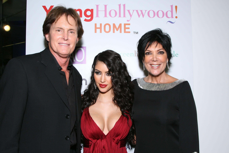 Bruce Jenner, Kim Kardashian e Kris Jenner em uma foto de 2007 (Foto: Getty Images)