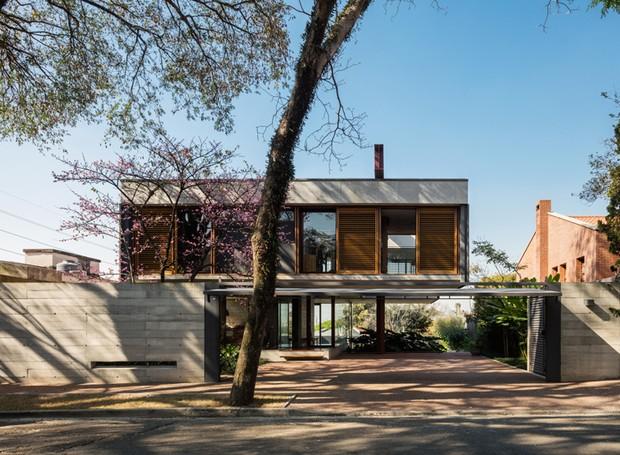 Casa Villa Lobos, Una Arquitetos - Concreto e madeira, se misturam à natureza (Foto: Nelson Kon/ Reprodução)