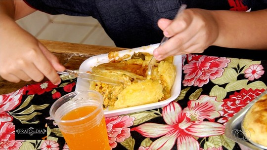 Chef de Trindade ensina receita de empada de frango feita com massa de mandioca