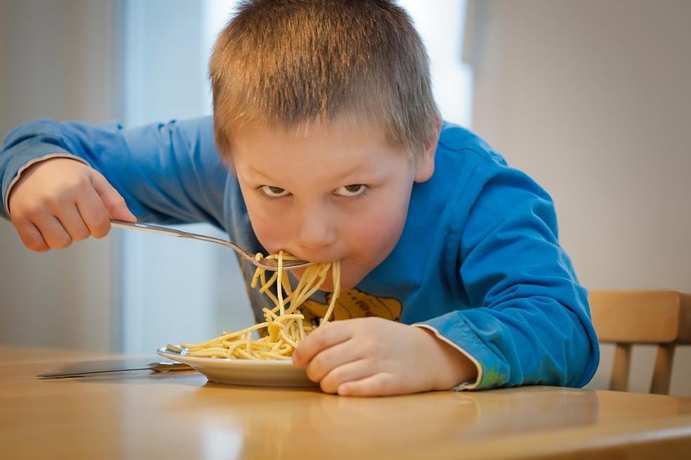 Obesidade infantil é um dos fatores de risco para hipertensão — Foto: Pixabay