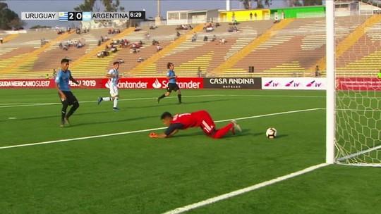 Com frangaço de goleiro, Uruguai vence Argentina na estreia no Sul-Americano Sub-17