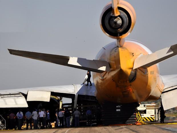 Um pneu ficou danificado durante o pouso no Aeroporto Internacional de Viracopos, em Campinas (SP) (Foto: Lana Torres/ G1 Campinas)