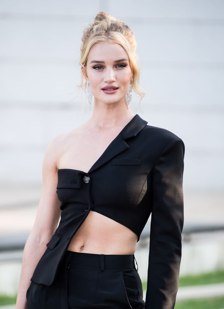 O coque de Rosie Huntington-Whiteley (Foto: Getty)