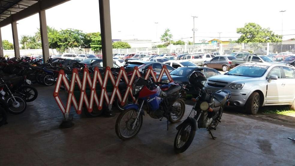 -  Carros e motos apreendidos no Detran do Amapá serão leiloados  Foto: Jorge Abreu/G1