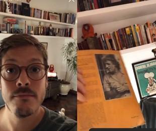Fabio Porchat mostrou nas redes detalhes de seu apartamento no Rio. No escritório, prateleiras cheias de livros   Reprodução