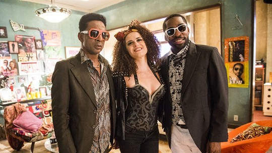 Alessandra Maestrini interpreta fã louca de 'Mister Brau' em episódio