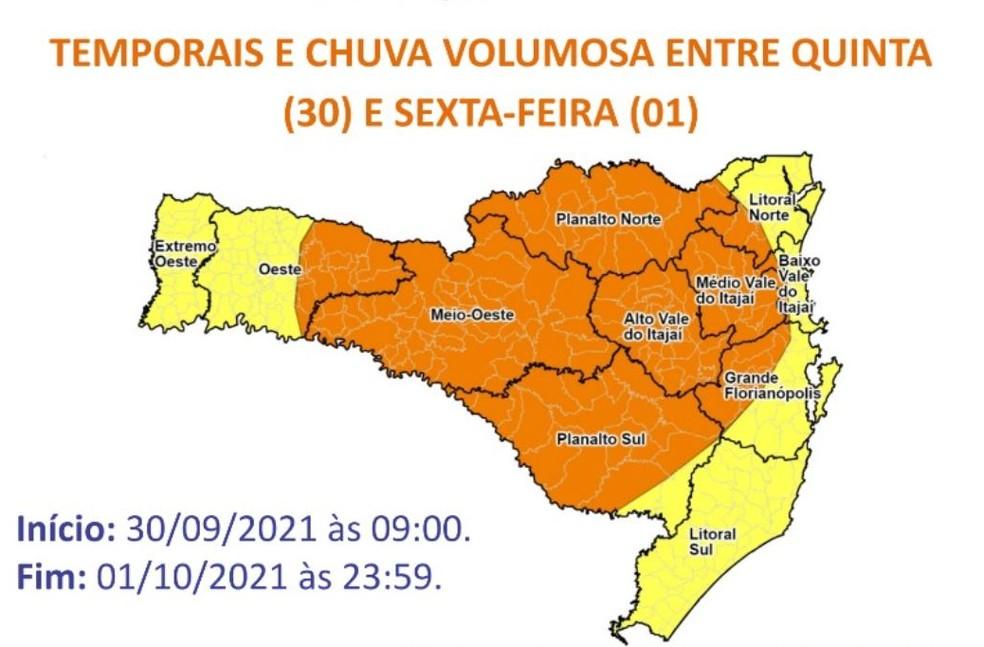 Mapa mostra risco de temporais em SC. Cor laranja indica risco alto e amarelo, moderado — Foto: Defesa Civil/Divulgação
