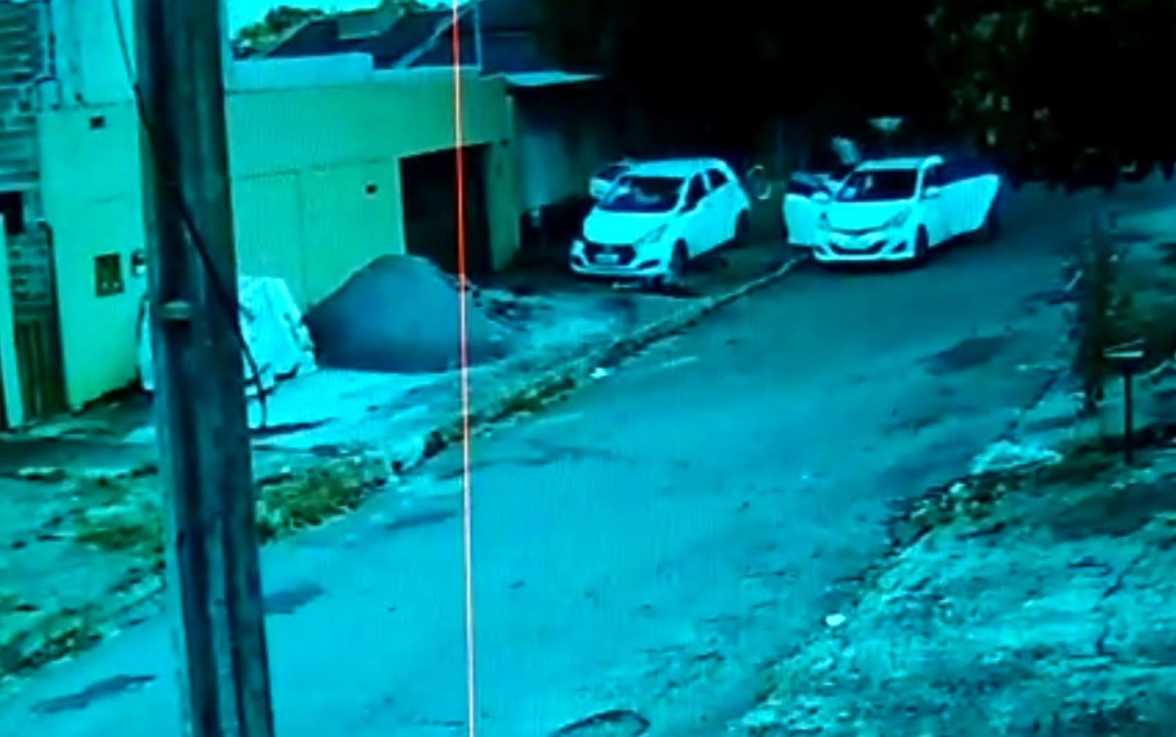 Adolescente e amigo são atropelados em calçada por supostos torcedores de time rival ao dele em Goiânia; vídeo