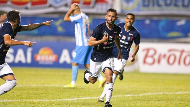 Wallace marcou o gol da vitória do Leão