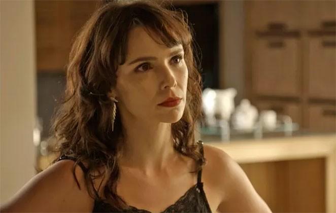 Débora Falabella como Irene em cena de 'A força do querer' (Foto: Reprodução)