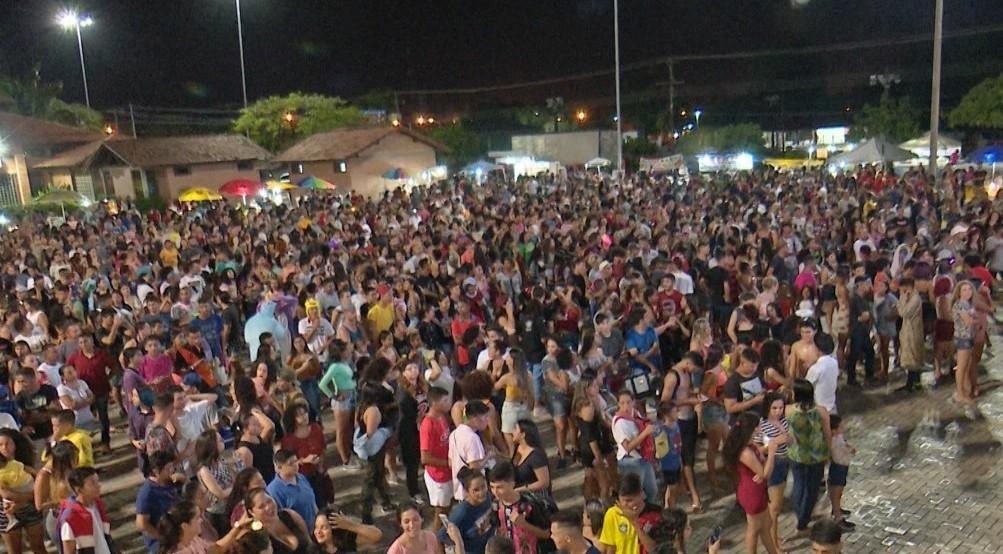 18ª Parada do Orgulho LGBT reúne centenas de pessoas em praça de Boa Vista - Notícias - Plantão Diário