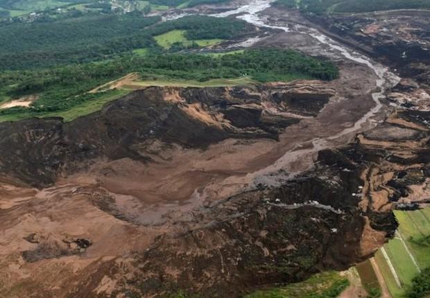 Visão aérea de região onde barragem se rompeu em Brumadinho (Foto: Reuters via BBC)