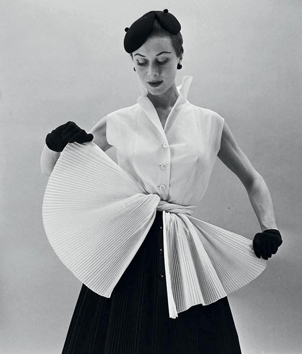Ucha Meirelles Alta-Costura - (Look de 1952 de Hubert Givenchy) (Foto: Divulgação)