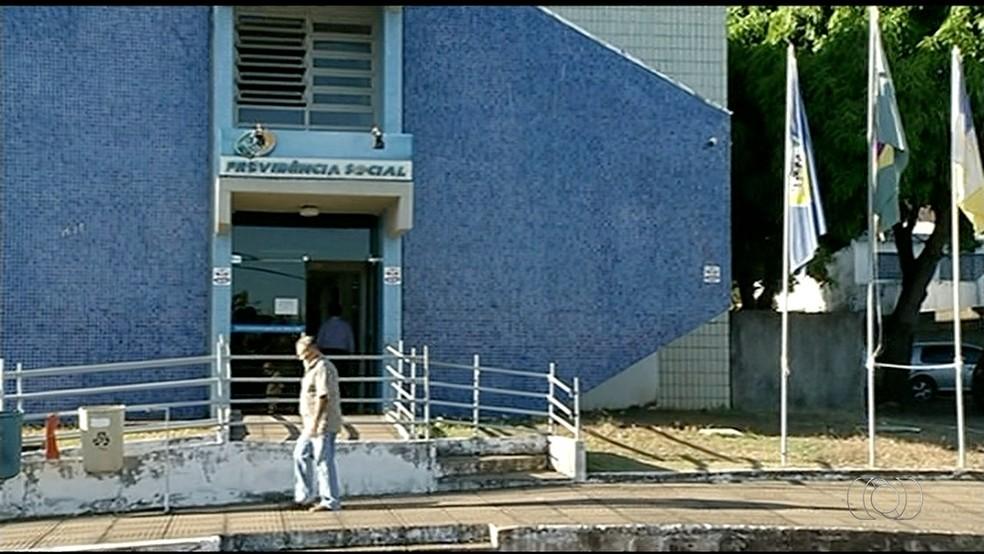 Moradores reclamam da dificuldade em agendar perícia médica no INSS de Gurupi (Foto: Reprodução/TV Anhanguera)