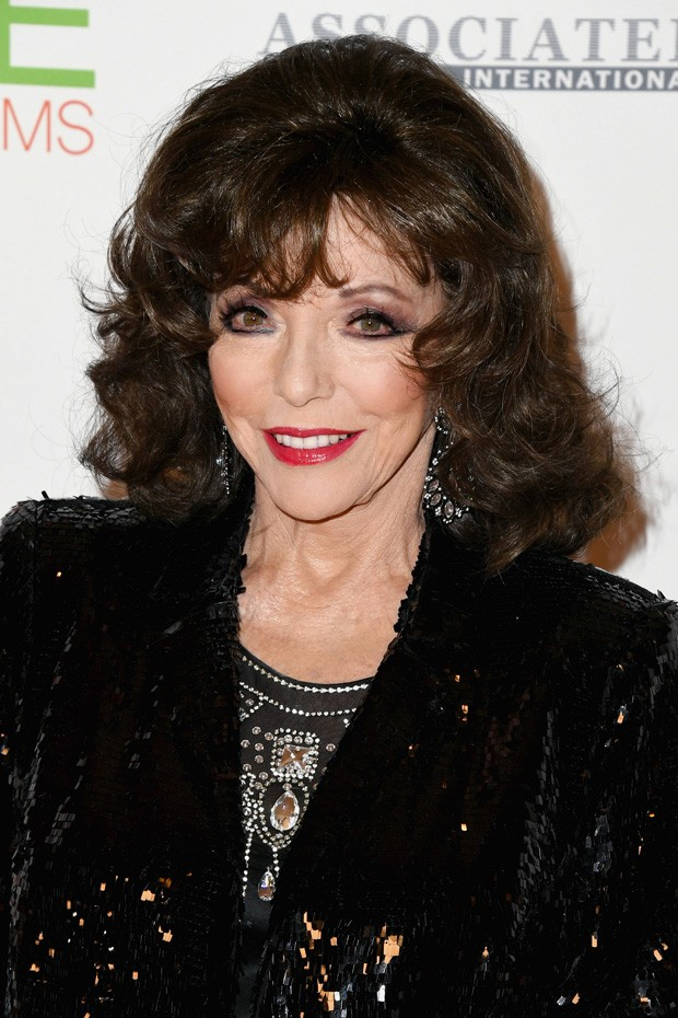 Joan Collins superproduzida em red carpet (Foto: Getty Images)
