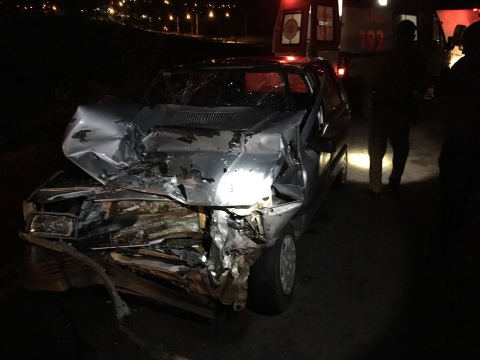 O carro das vítimas bateu de frente com uma caminhonete, informou a PRE. (Foto: Polícia Rodoviária Estadual/Divulgação)