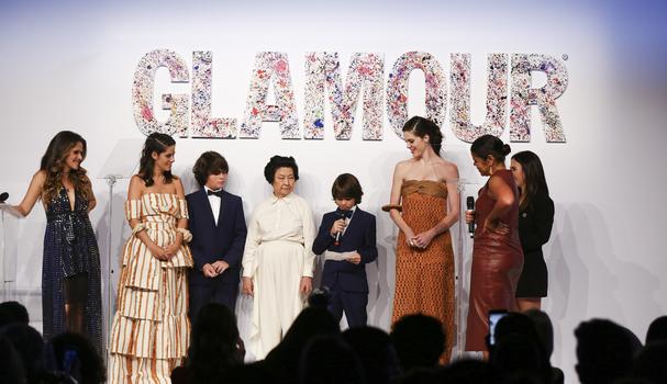 """Filhos e time da Paula Raia recebem prêmio """"Designer do Ano"""", no Geração Glamour 2018 (Foto: Francio)"""