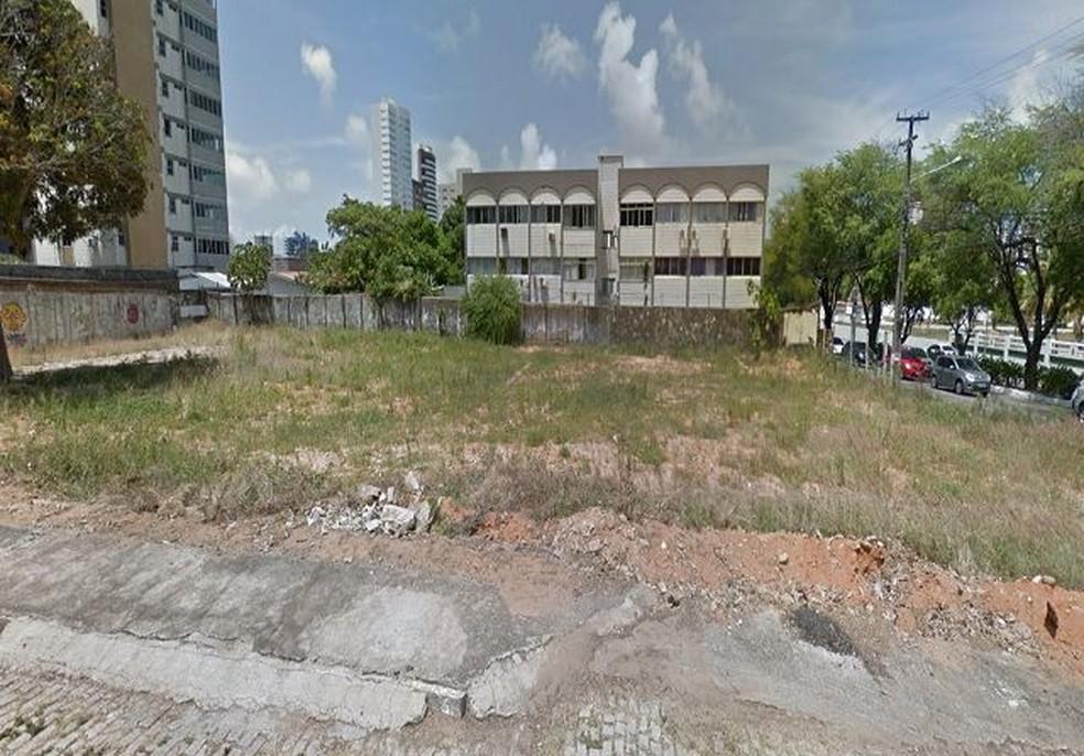 Imagem lateral do terreno que será leiloado pelo governo do RN na avenida Hermes da Fonseca, em Natal — Foto: Divulgação/Governo do RN