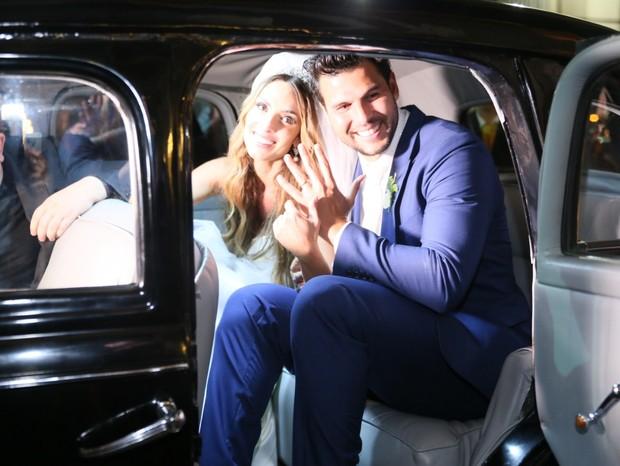 Nicole Bahls e Marcelo Bimbi se casam no Rio (Foto: Daniel Pinheiro e Anderson Borde/AgNews)