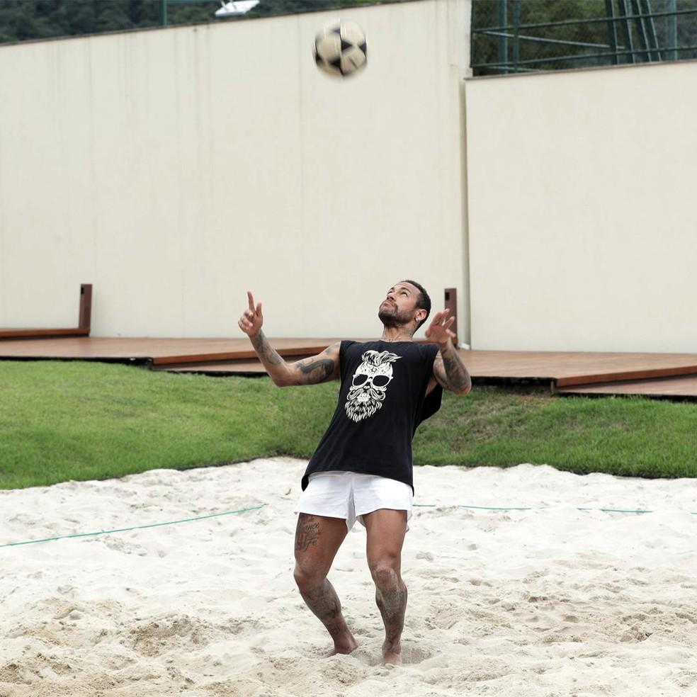 Neymar treina em sua casa para manter a forma física — Foto: Divulgação