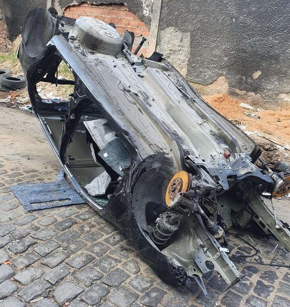 Luiz Besouro encontrou o carro completamente destruído — Foto: Arquivo Pessoal