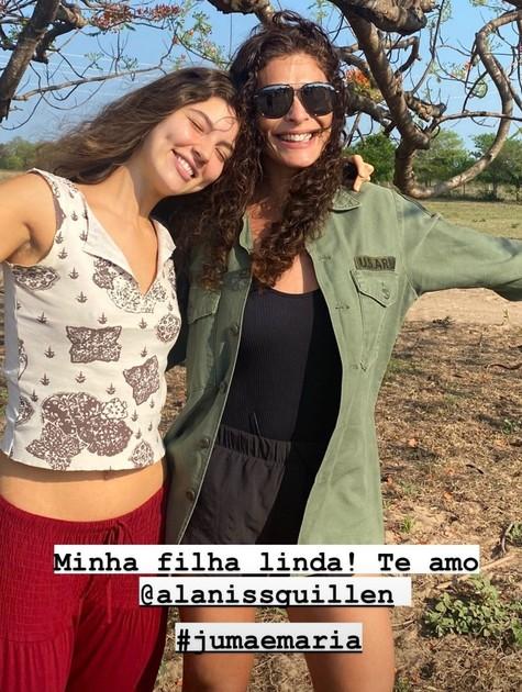Juliana Paes posa com Alanis Guillen no Pantanal (Foto: Reprodução)