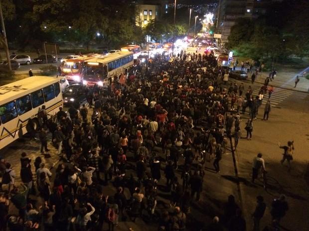 Após Avenida Salgado Filho, manifestantes seguiram por Avenida João Pessoa (Foto: Fábio Almeida/RBS TV)
