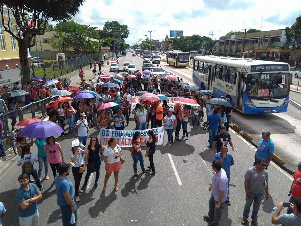 Após protestos, professores conseguem marcar reunião com Governo do Estado