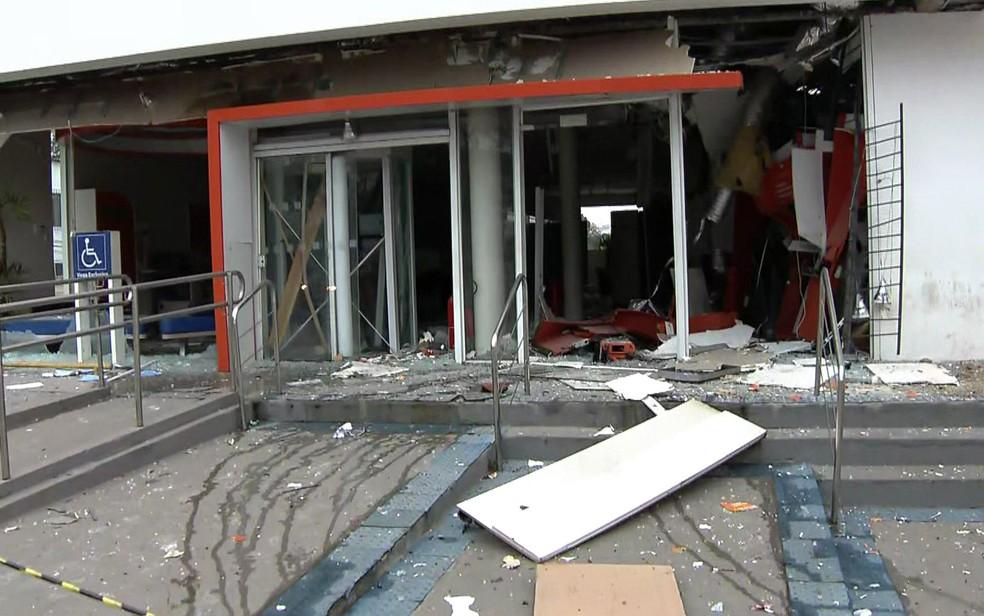 Agência bancária destruída em Ibiúna (Foto: Reprodução/TV Globo)