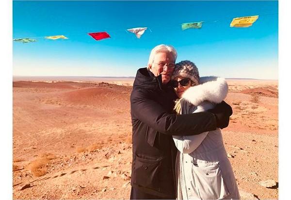 O ator Richard Gere com a esposa, a empresária Alejandra Silva (Foto: Instagram)