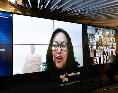 Mães chefes de família terão prioridade em auxílio emergencial, aprova Senado