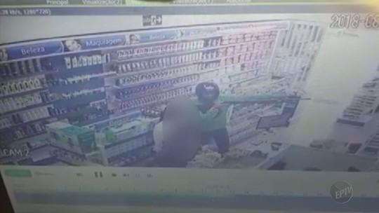 Casa lotérica e farmácia são assaltadas por dupla armada em Fortaleza de Minas