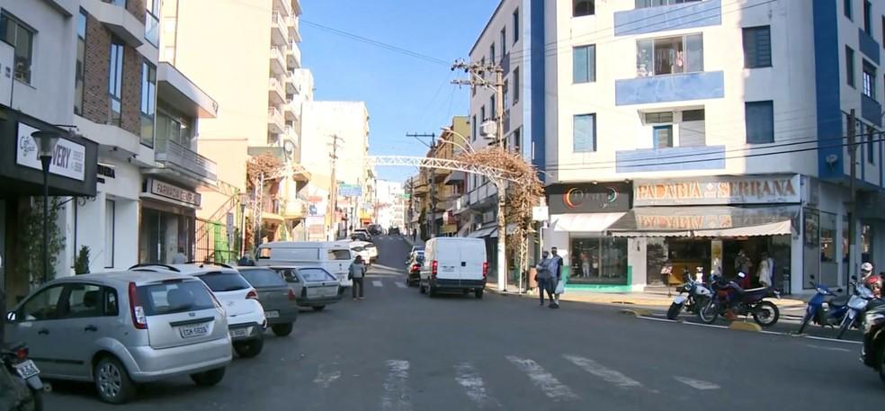Prefeitura liberou reabertura do comércio de Serra Negra — Foto: Reprodução / EPTV
