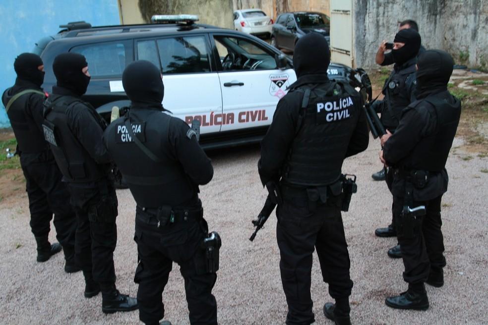 Operação contou com apoio do batalhão de choque da PM.  — Foto: Polícia Civil/Divulgação