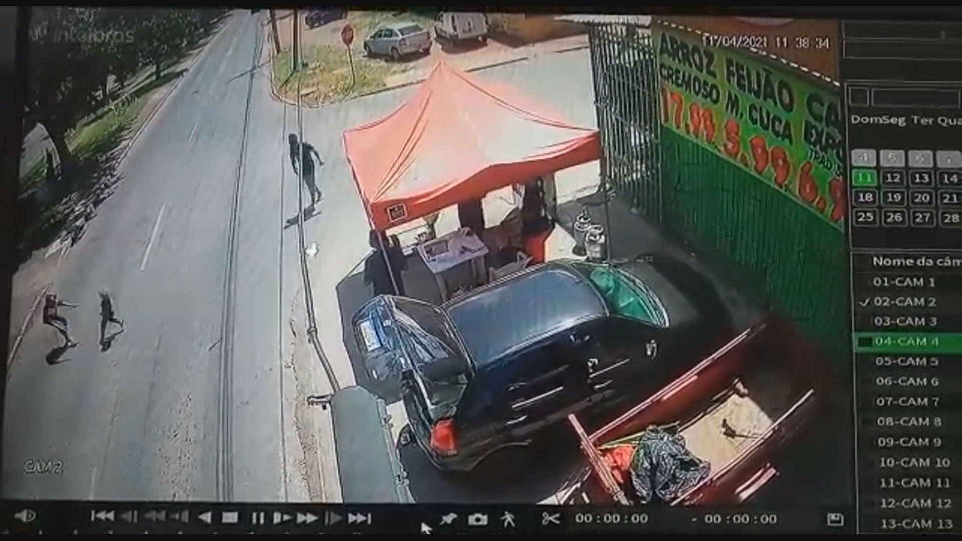 VÍDEO: menino de 4 anos corre atrás de mãe em via e ambos são atropelados por moto no DF; mulher morreu