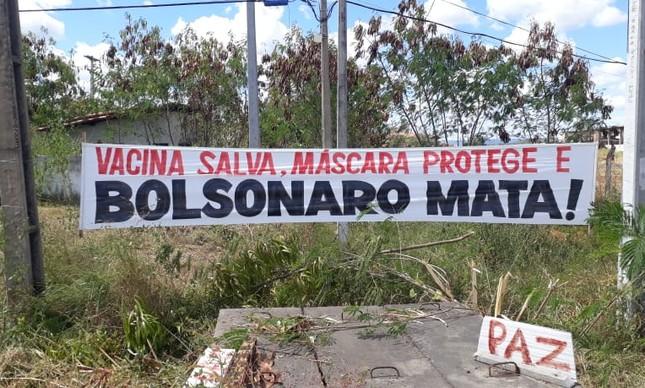 Faixa contra Bolsonaro em Pau dos Ferros (RN)