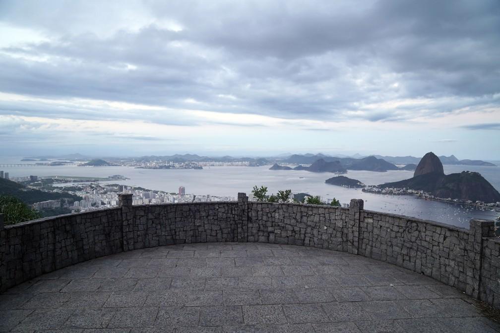 RJ, 13/04/2020 Com o fechamento do Parque Nacional da Tijuca, pontos turísticos da cidade como o Mirante Dona Marta, ficam completamente vazios — Foto: Marcos Serra Lima/G1