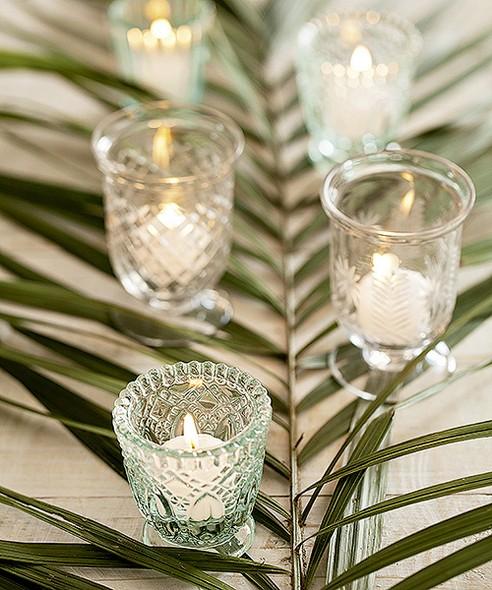 Folhas de palmeiras, como a fênix, combinadas com velas, formam lindos centros de mesa. Porta-velas Ideia Única