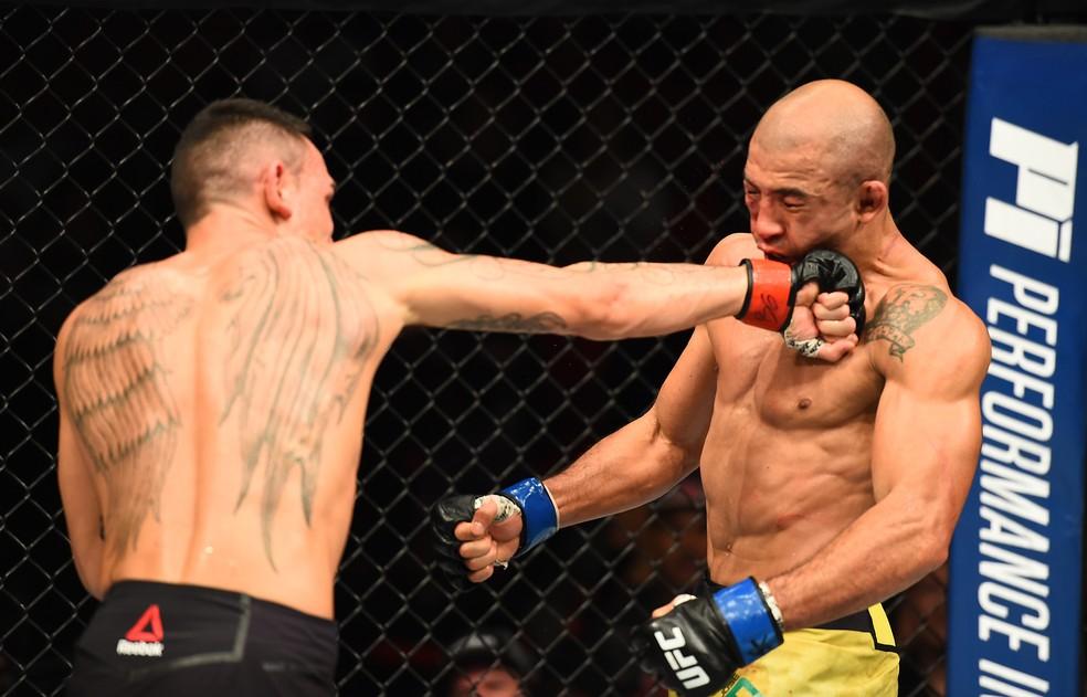 Max Holloway levou vantagem contra José Aldo na luta em pé no UFC 218 (Foto: Getty Images)