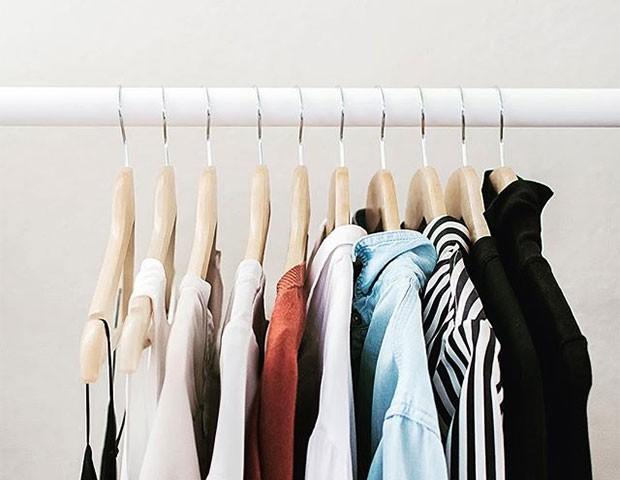 Entenda como funciona o armário minimalista (Foto: Instagram)