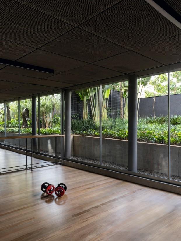 Jardins exuberantes cercam casa arquitetônica em SP (Foto: Fran Parente/divulgação)