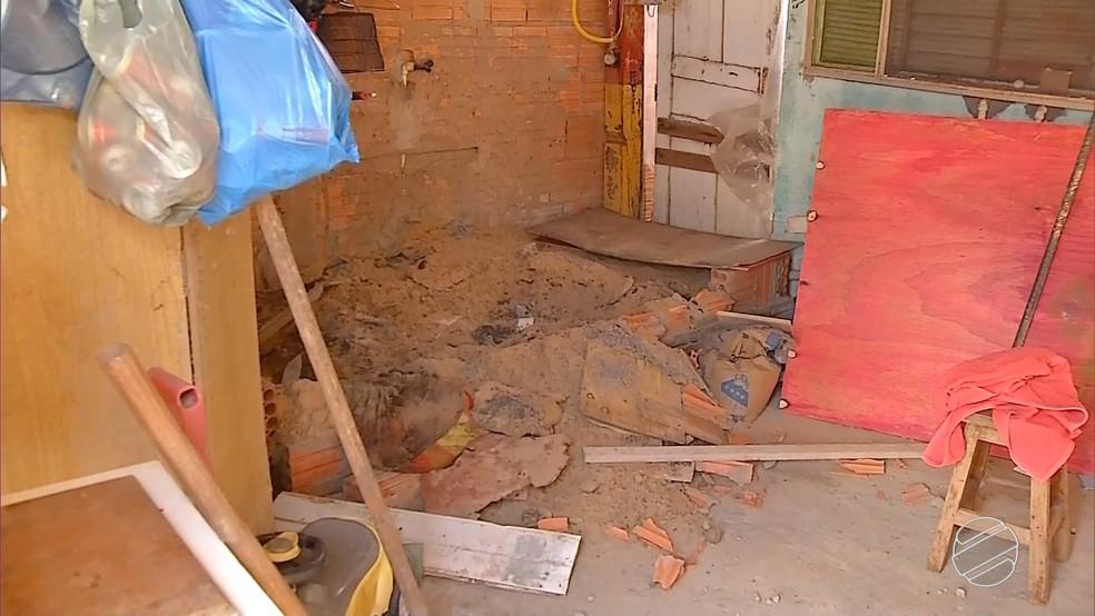 Casal foi encontrado enterrado na varanda de casa (Foto: Reprodução/TV Morena)